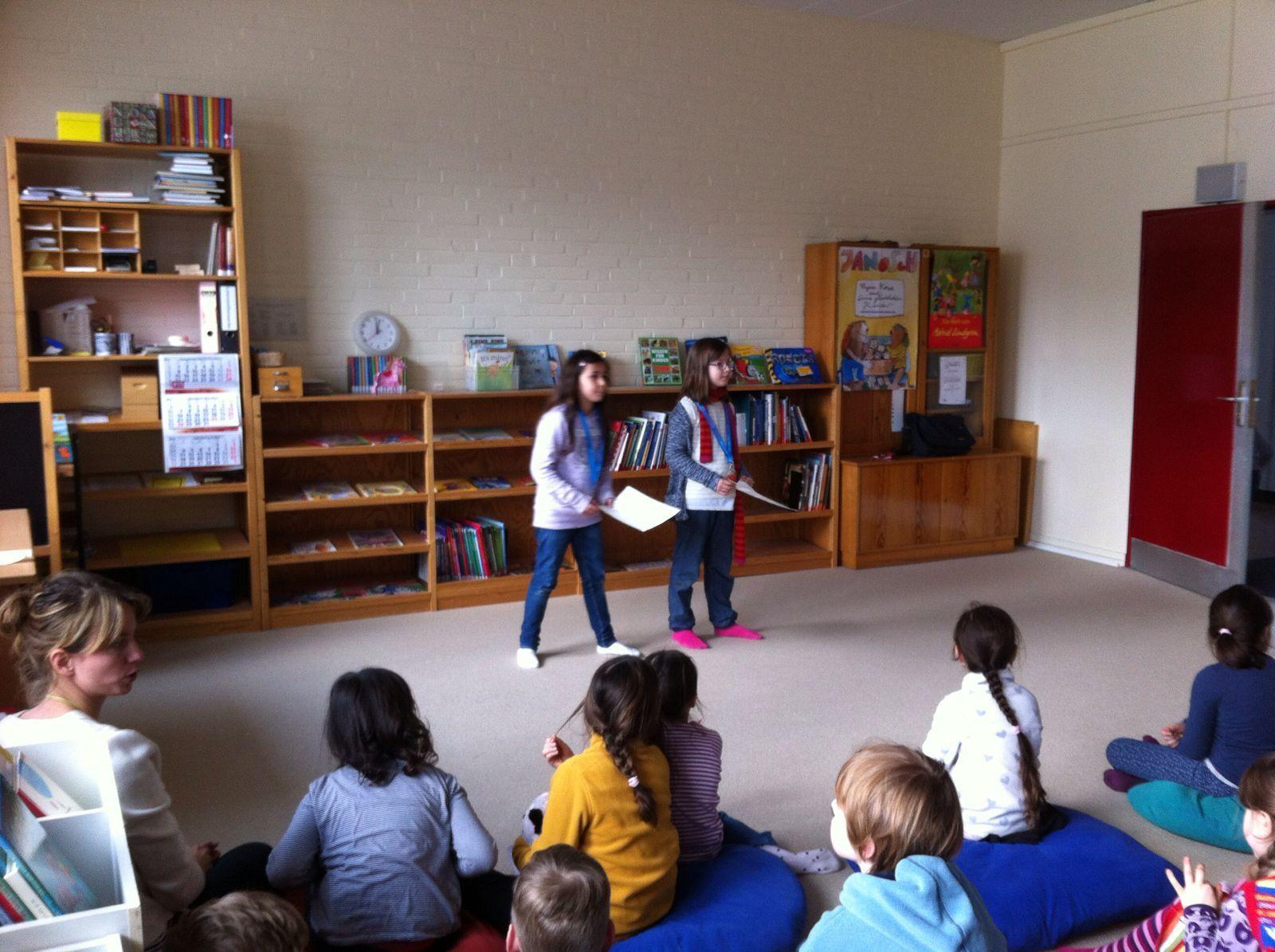 Nora und Cansu, die Moderatorinnen vom Bücherreiteam
